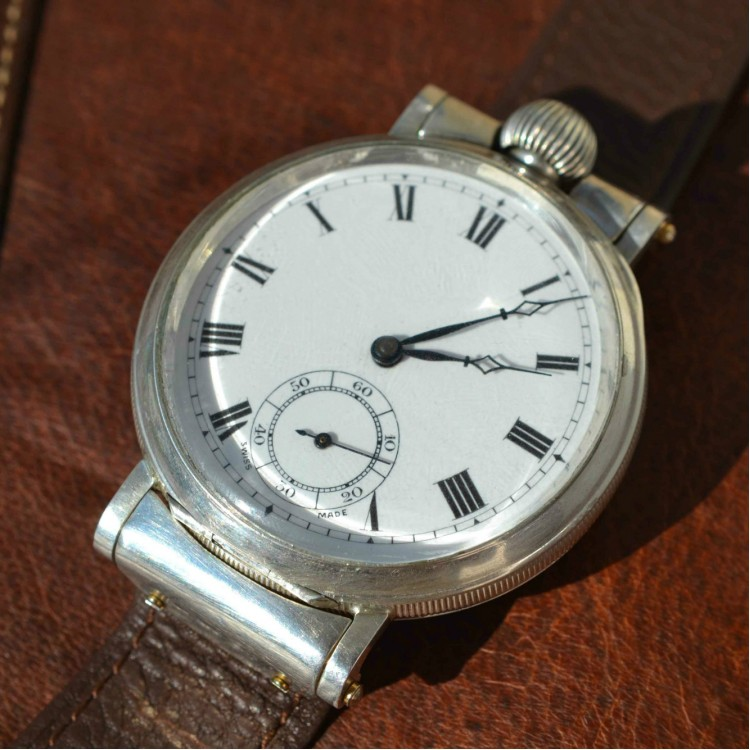 SOLD: Antiquie officers WW1 trench watch in Dennison silver case